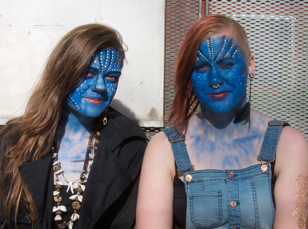 Blå kvinnor i Knivsta