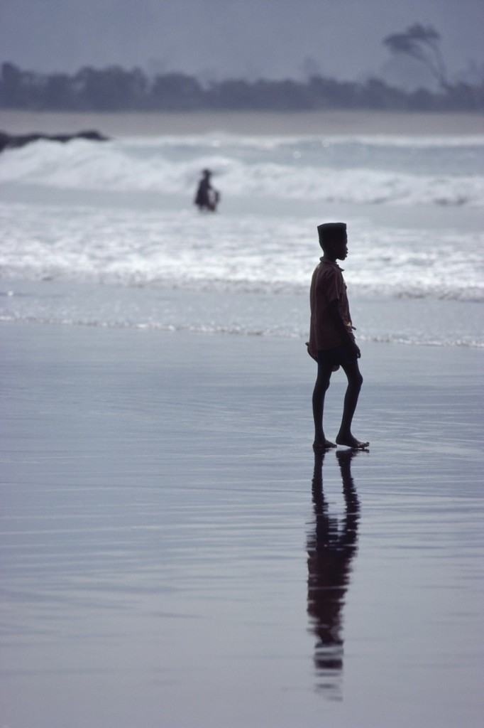 Pojke vid stranden, Indonesien